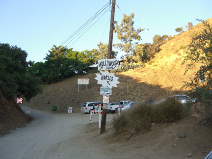 Hollywood Sign hike: trailhead near Sunset Stables