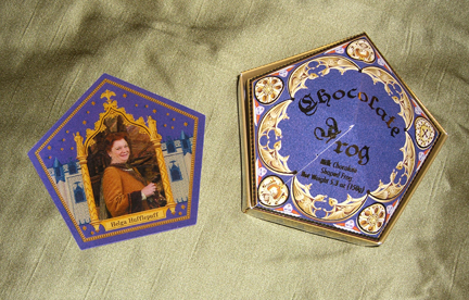 The Wizarding World of Harry Potter: Chocolate frog box and trading card